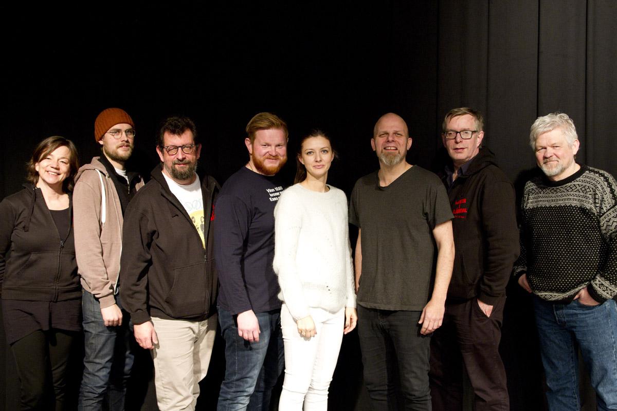 Mette Skogbakken, Krister Skadsdammen, Lars Ovlien, Sten Bjørge Skaslien Hansrud, Kathrine Kolgrov, Kjetil Foseid, Øivind Roos og Kjetil Hjerpset.